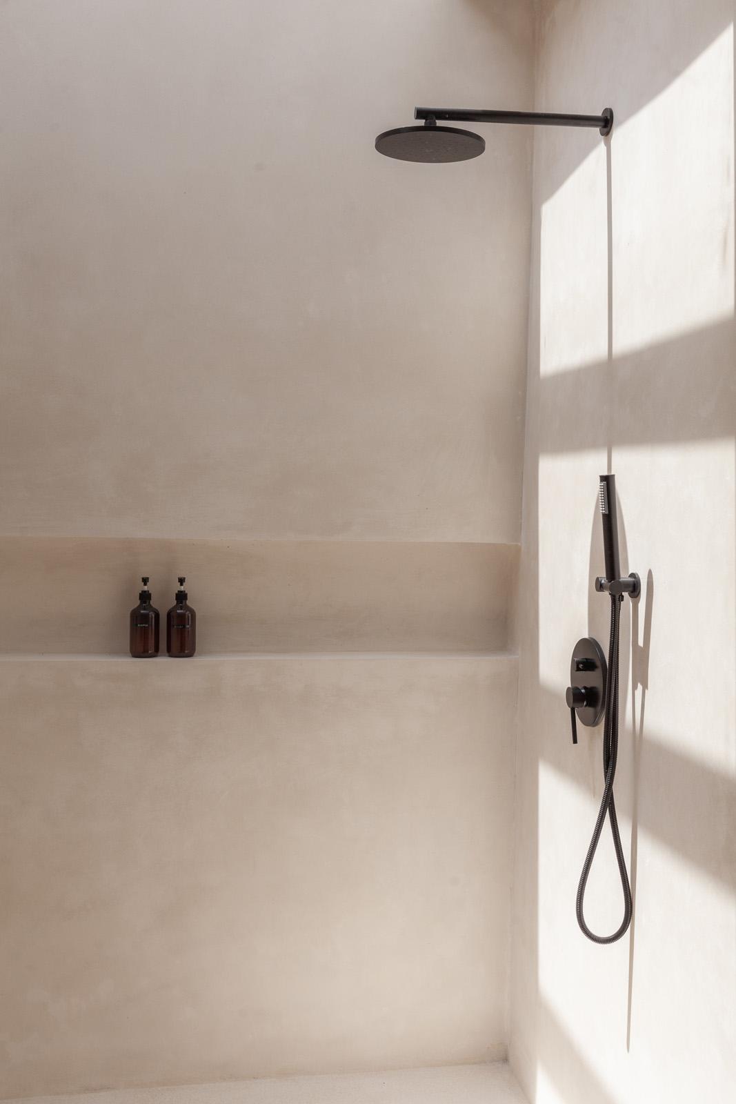 Villa Yucca- Bali Interiors- Shower bathroom Canggu Perenenan